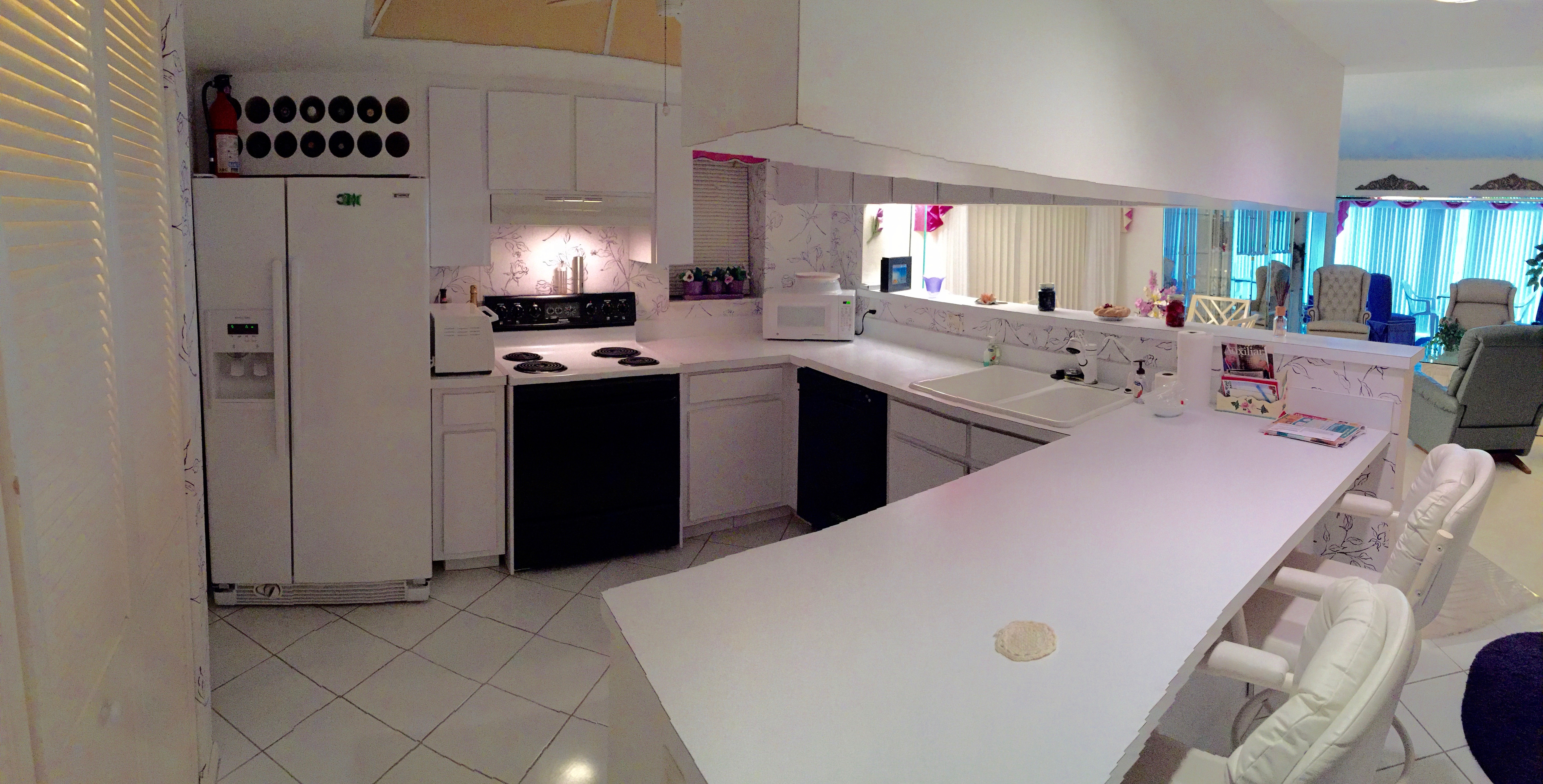 Nice kitchen w/lots of counter space